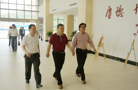 罗荣彬、李建军一行赴贵州财经大学新校区参观